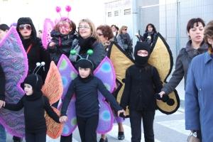 Més de 900 persones desfilen disfressades pels carrers vilanovins el dissabte de carnaval