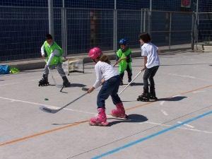 Lluïda matinal de patinatge en línia a l'escola Marta Mata