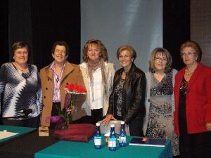 Eulàlia Vintró acompanya a l'Associació de la Dona Vilanovina en el seu 15è aniversari