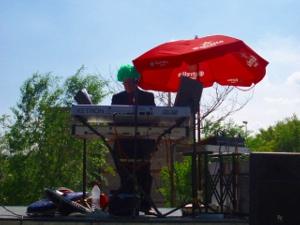 Una lluïda arrossada al Barri Bonavista per celebrar l'1 de maig
