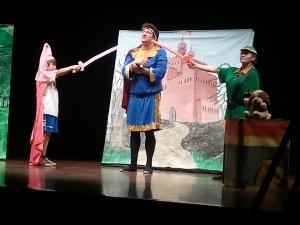 L'alumnat de l'Escola Pompeu Fabra aprèn anglès amb 'Robin Hood'