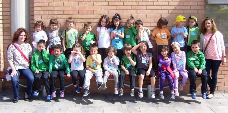 Dos nous grups d'educació infantil esmorzen al Mercat de Sant Hilari