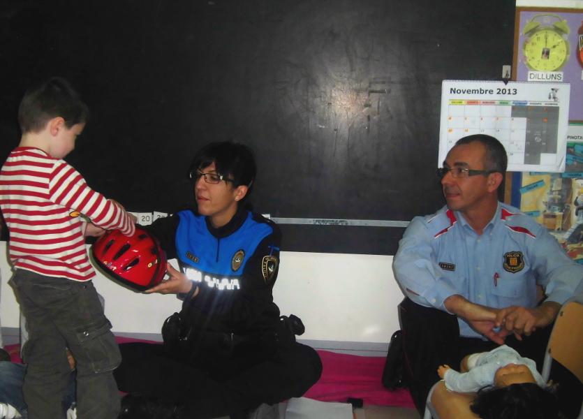Policia i Mossos inicien el curs d'Eduació Viària 2013-2014 a les escoles