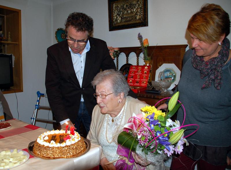 Conxita Casellas, l'àvia més gran de Vilanova del Camí, fa 104 anys