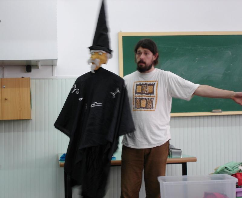 L'Ós Mandrós comparteix el plaer d'explicar contes a l'Escola Joan Maragall