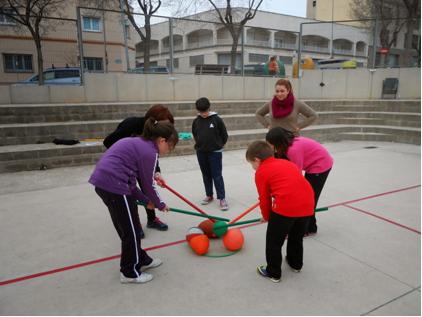 Reptes cooperatius en família a l'Escola Pompeu Fabra