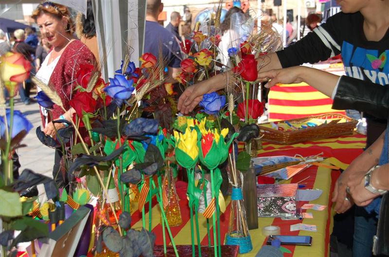 Sant Jordi pren la plaça del Mercat