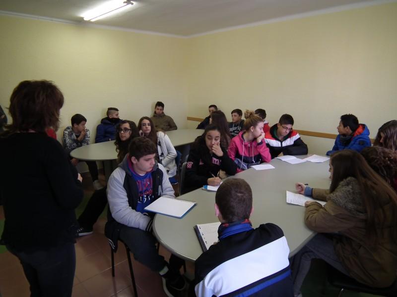 Un grup d'alumnes del Pla de les Moreres visita Ràdio Nova