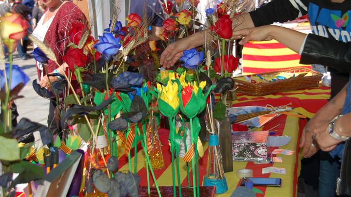 Bona participació d'entitats i comerços vilanovins a la mostra de Sant Jordi
