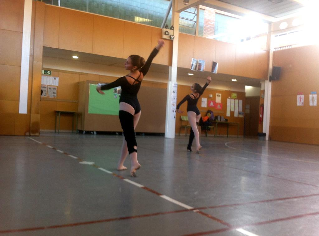 Exhibició de l'Escola de dansa del Consell Comarcal, al Joan Maragall