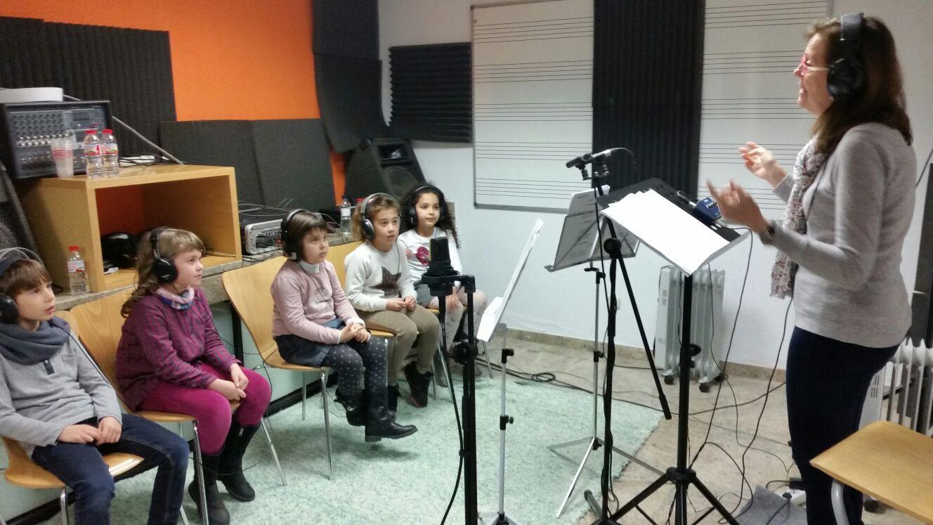L'alumnat de 2n de l'Escola Pompeu Fabra participa en una gravació