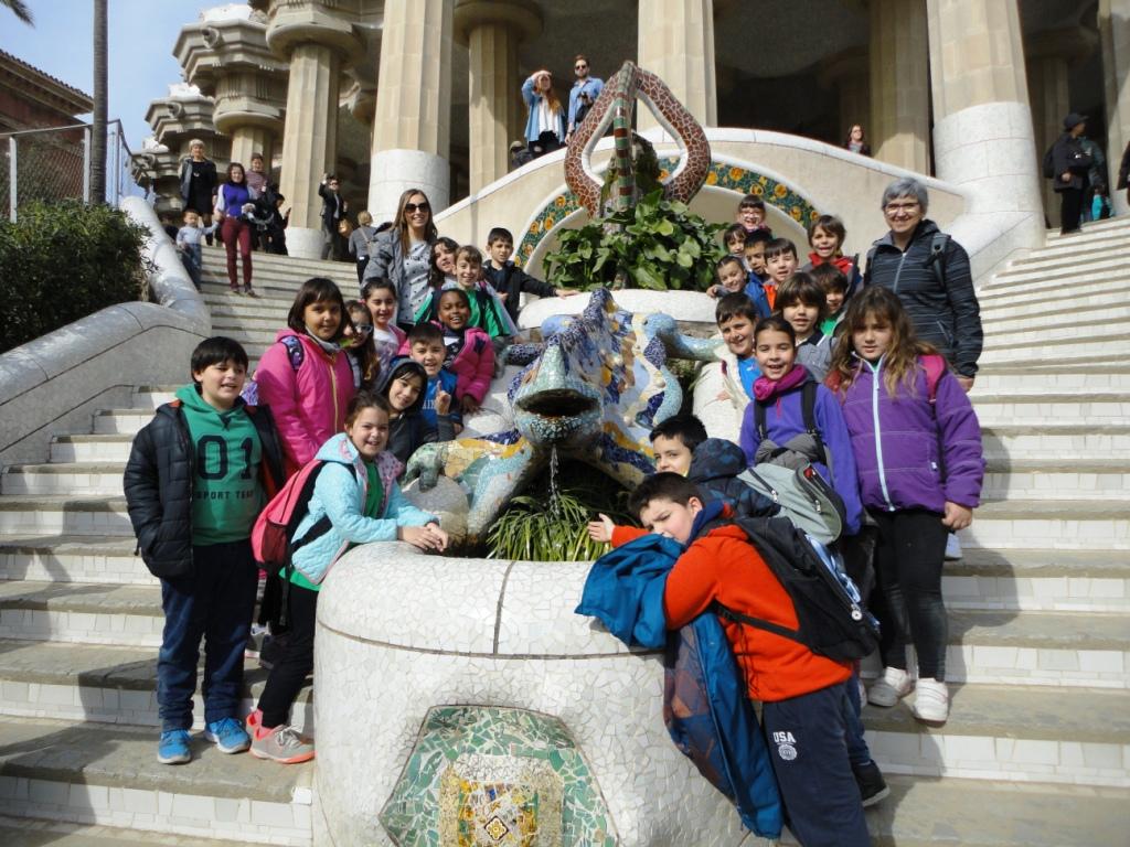 Escolars del Joan Maragall descobreixen Gaudí al Parc Güell