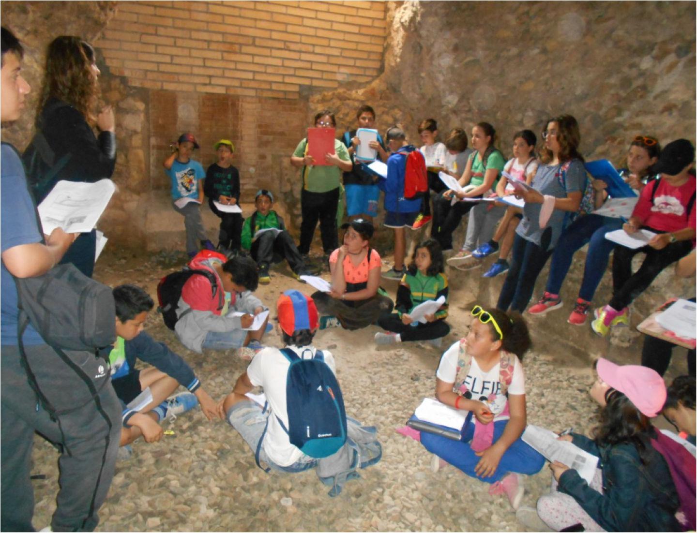 Alumnes de 5è de l'Escola Joan Maragall trepitgen la Tàrraco Romana