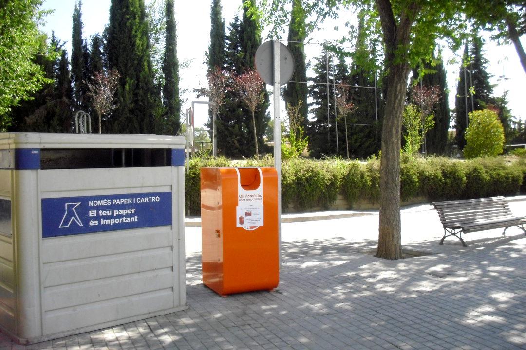S'instal·la al carrer Fra Juníper Serra el tercer contenidor d'olis usats