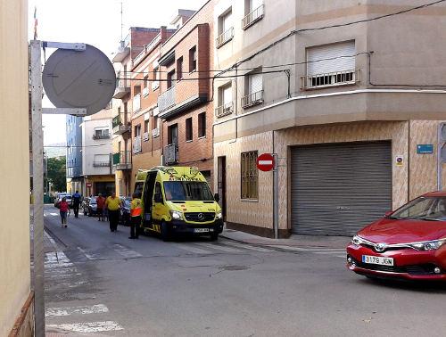 Topada lleu entre un cotxe i una moto a la cruïlla d'Alfons XIII i President Companys