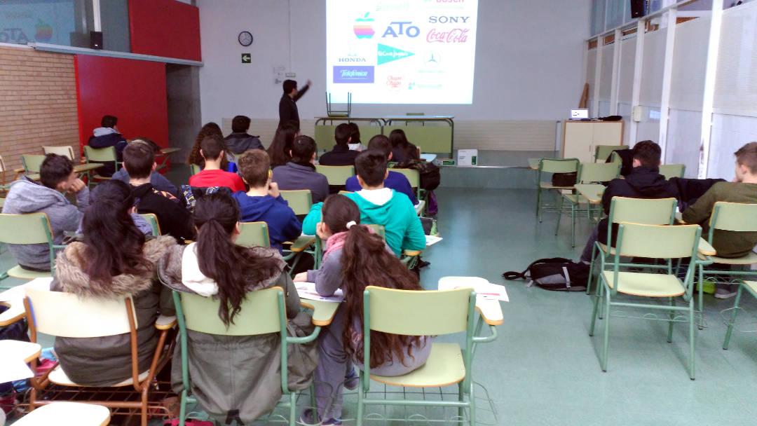 Tallers de sensibilització sobre cultura emprenedora a l'Institut Pla de les Moreres