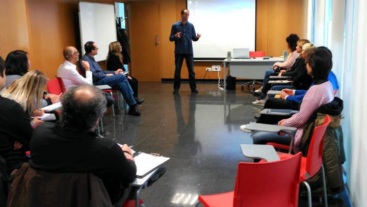 Una quinzena d'emprenedors participen en un curs per captar els primers clients