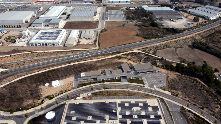 La UEA presenta una instància a Vilanova del Camí per demanar la rebaixa la taxa d'urbanisme
