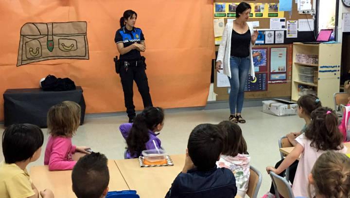 La Policia Local imparteix un nou taller d'educació vial als pàrvuls del Marta Mata