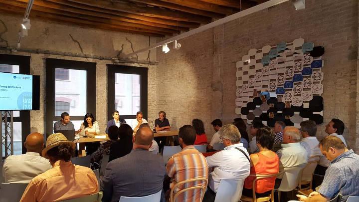 Marc Castells exposa als alcaldes del territori el projecte de les Vies Blaves