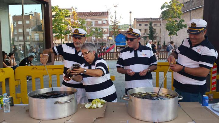 El grup d'havaneres Vent Endins i el tast de vinyales van omplir la plaça del Mercat |FOTOS i VÍDEO|