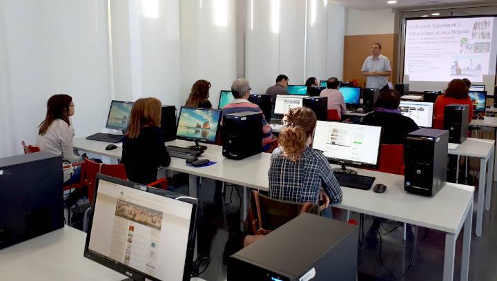 Un curs ajuda a exprimir Facebook i Whatsapp en el món dels negocis