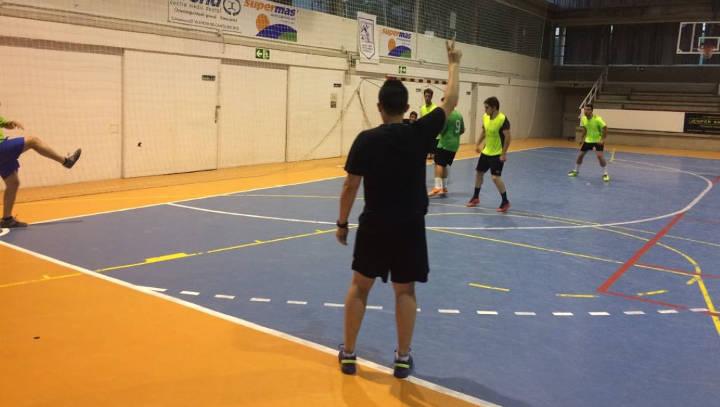 Una vintena d'equips comencen dilluns el 38è Campionat de Futbol Sala de Lleure