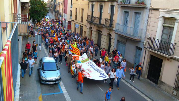 Vilanova del Camí participa de la manifestació multitudinària en defensa dels drets i contra la repressió policial