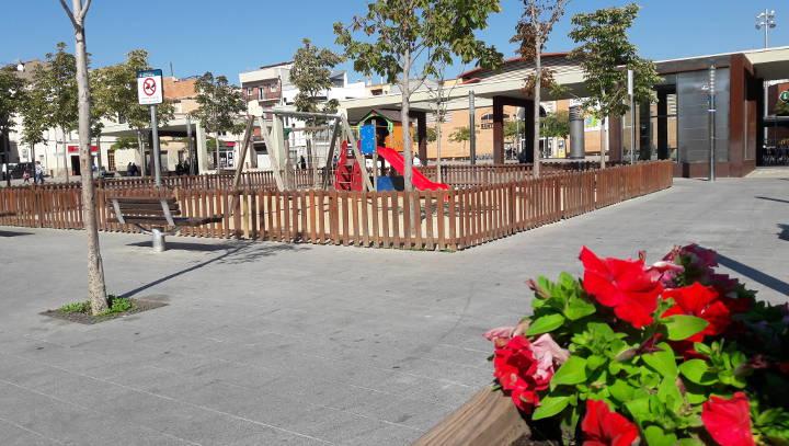 La brigada de jardineria posarà flor de temporada a les jardineres de Major i Plaça del Mercat