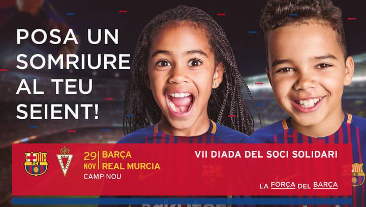 Sis autocars de joves vilanovins van al Camp Nou en el Dia del Soci Solidari