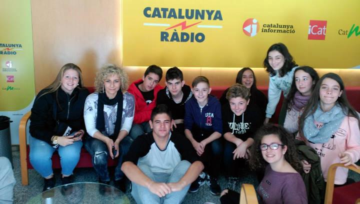 Alumnes de l'Institut Pla de les Moreres visiten Catalunya Ràdio