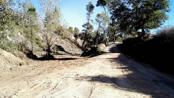 L'arranjament del camí de Can Bernades permetrà el curs natural de les aigües pluvials |FOTOS|