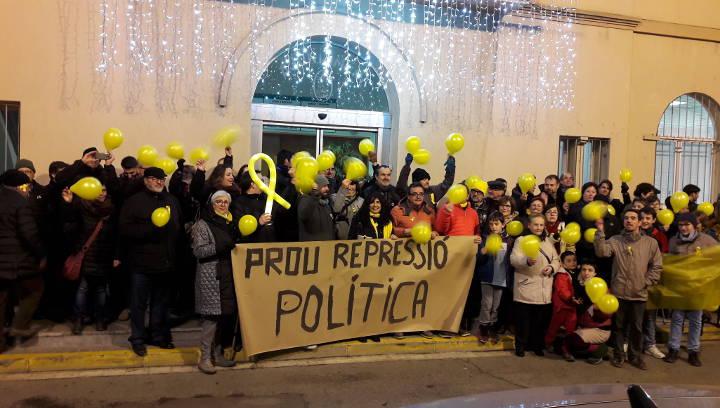 El juny comencen els judicis contra 10 vilanovins sancionats per l'enganxada de cartells de l'1 d'Octubre