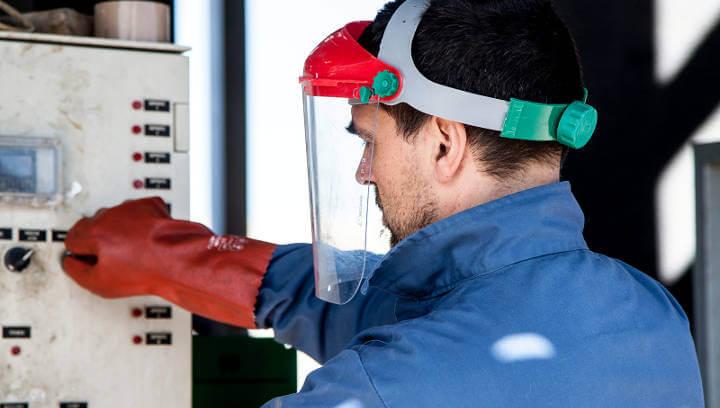 La sectorial Química de la UEA busca candidats a l'atur per formar i inserir