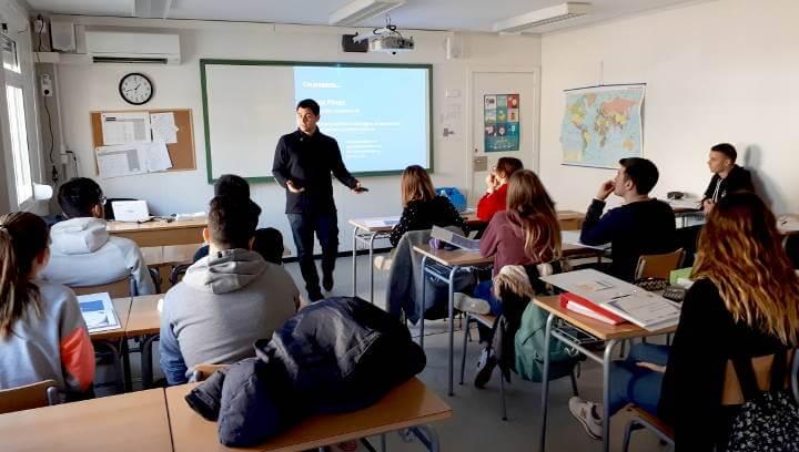 Promoció Econòmica potencia la cultura emprenedora a l'Institut Pla de les Moreres