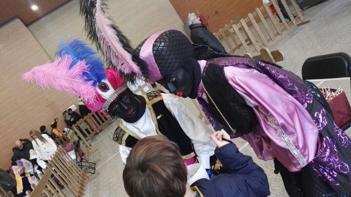 Els infants lliuren prop d'un miler de cartes als emissaris de SSMM els Reis d'Orient a Can Papasseit