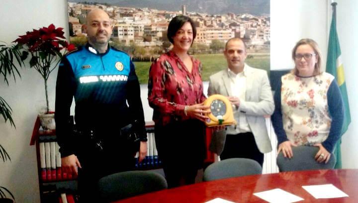 Vilanova continua autoprotegint-se i abasteix els vehicles policials amb tres DEA portàtils