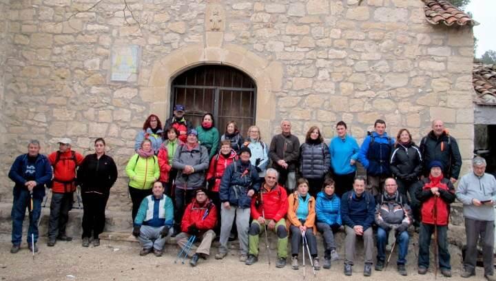 Una caminada porta la Colla a recórrer la muntanya vilanovina i visitar l'ermita de Collbàs