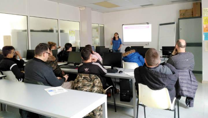 Els alumnes de la UEC visiten el servei d'orientació laboral de l'Ajuntament de Vilanova del Camí