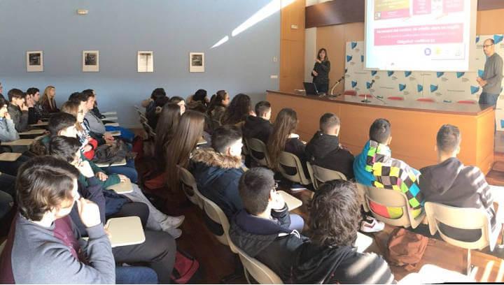 Alumnes de batxillerat del Pla de les Moreres visiten el Campus d'Igualada