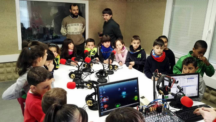 Primera visita dels alumnes de 2n de l'escola Joan Maragall a Ràdio Nova i l'Ajuntament |ÀUDIO i FOTO|