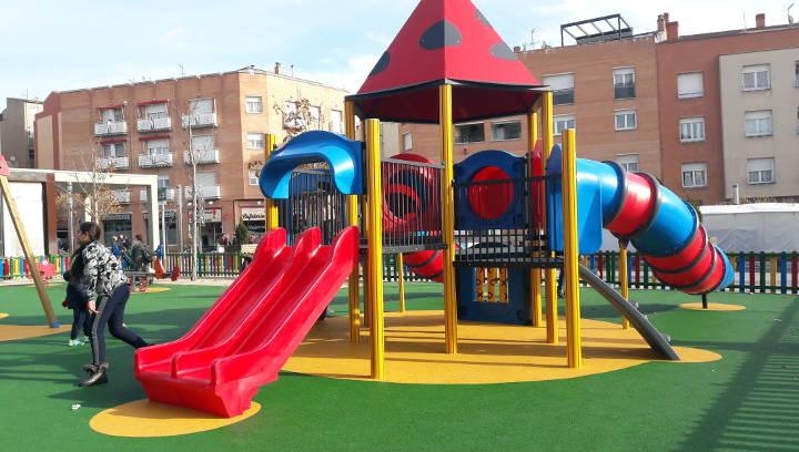 Aquest dissabte, festa d'inauguració de l'espai de jocs de la plaça del Mercat, amb coca i xocolata