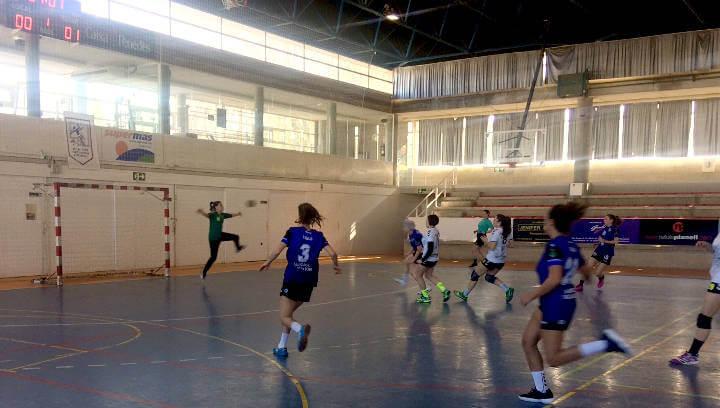 El CH Vilanova torna a endur-se el derbi contra el Montbui per 15-28