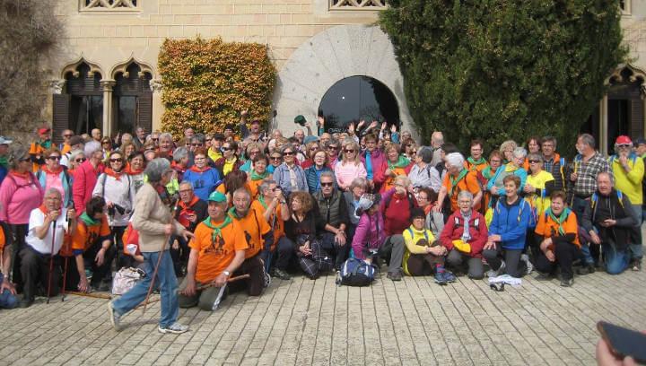 El grup de gimnàstica per a la gent gran descobreix Arenys de Munt en una nova passejada 'A cent cap els cent' |FOTOS|