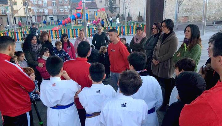 Un taller d'autodefensa per a dones obre el programa informatiu i reivindicatiu del 8M a Vilanova del Camí |FOTOS|