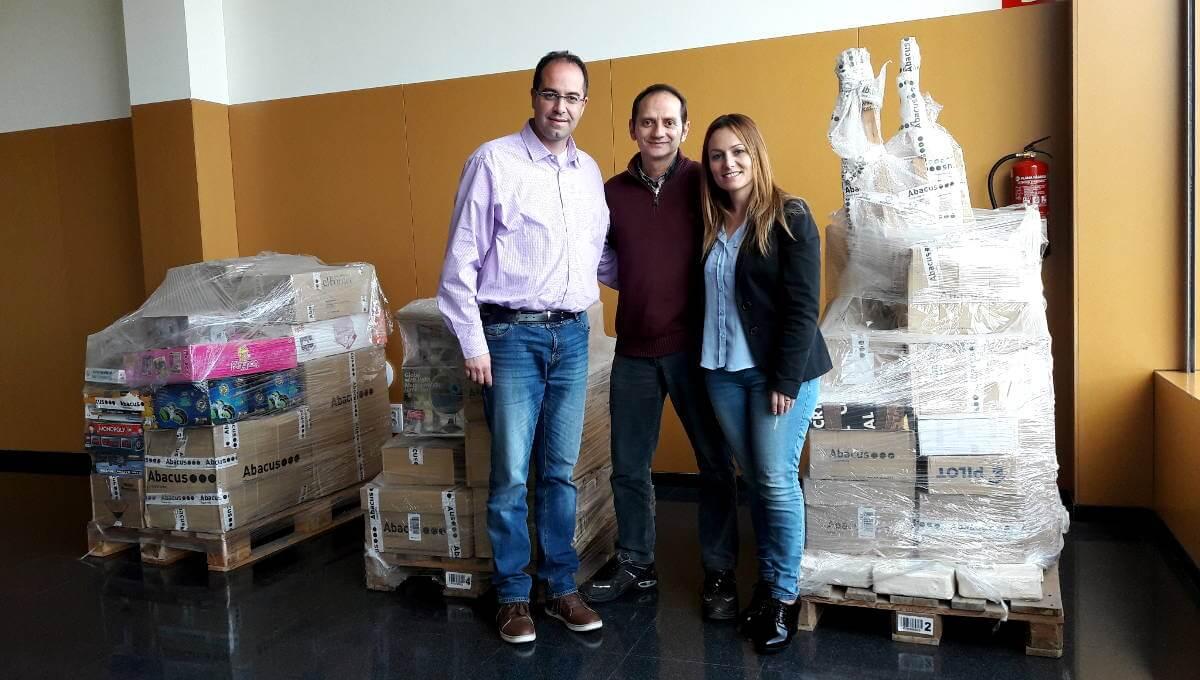 ABACUS fa una donació de material per al Centre Obert el Cireret i per al Casal de la Gent Gran