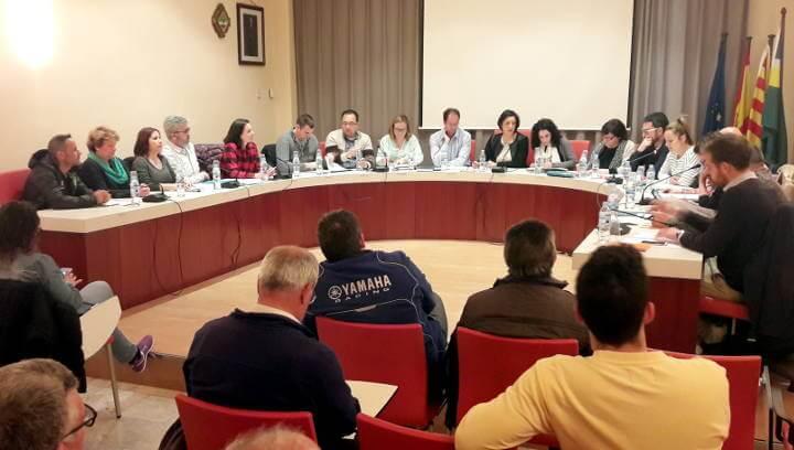 Vilanova aprova un pressupost d'11 m€ que posa en el centre del debat l'obra de la piscina i la municipalització del servei de neteja