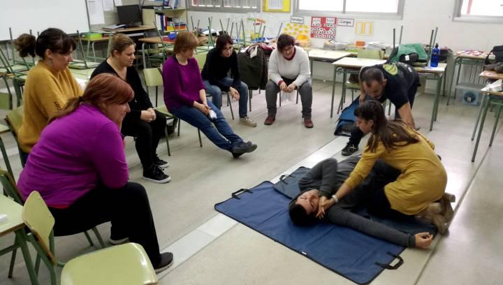 Mestres i personal de l'Escola Pompeu Fabra participen en una formació sobre l'ús del DEA