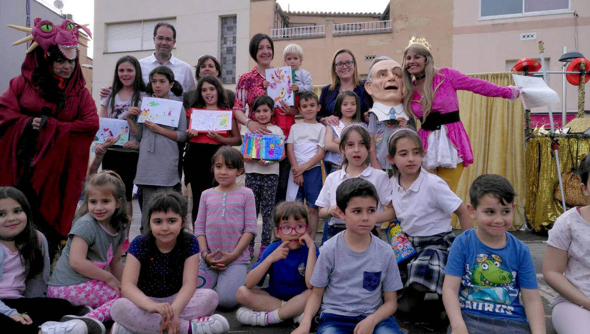 La regidora de Cultura Imma González valora amb satisfacció aquesta Diada de Sant Jordi que va omplir la plaça del Mercat durant tota la tarda  ÀUDIO 