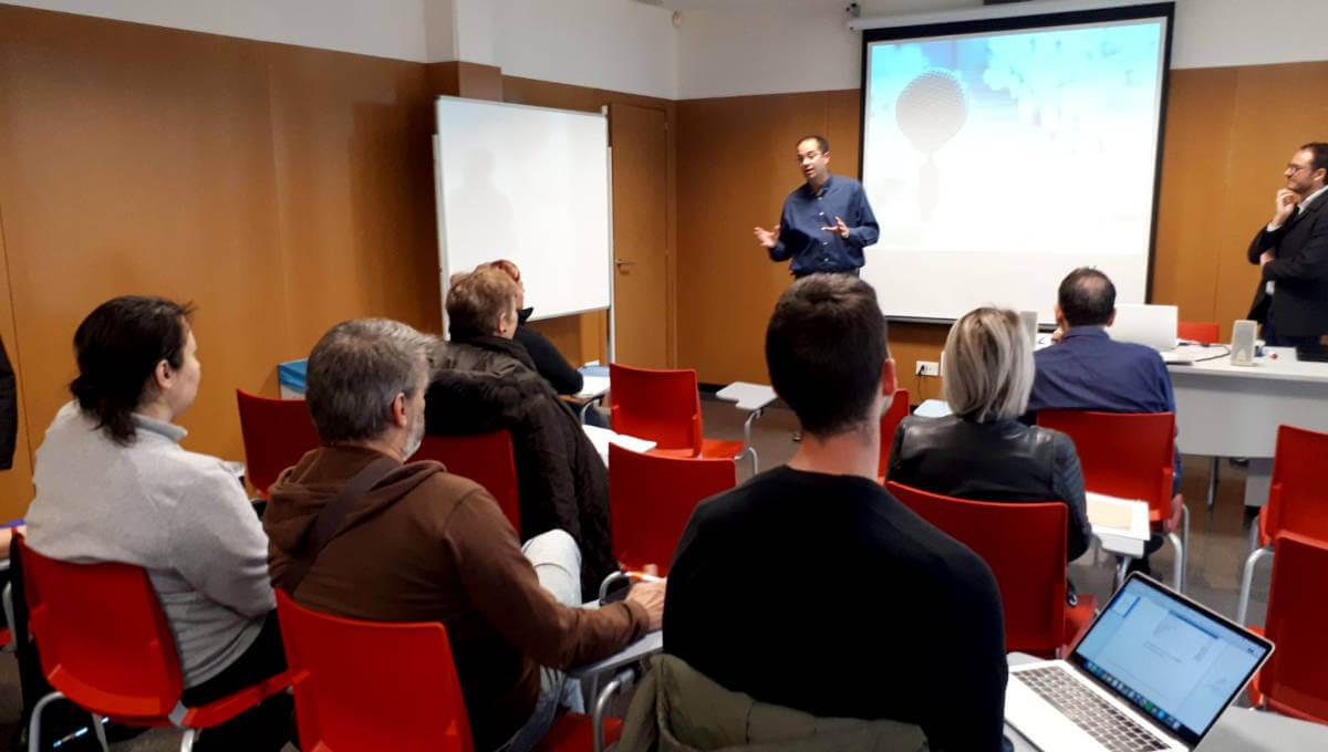 Aprendre a parlar en públic sense por i amb seguretat és l'objectiu del taller que segueixen 11 persones al Centre d'Innovació